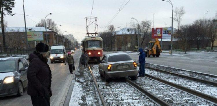 Какой штраф за езду по трамвайным путям